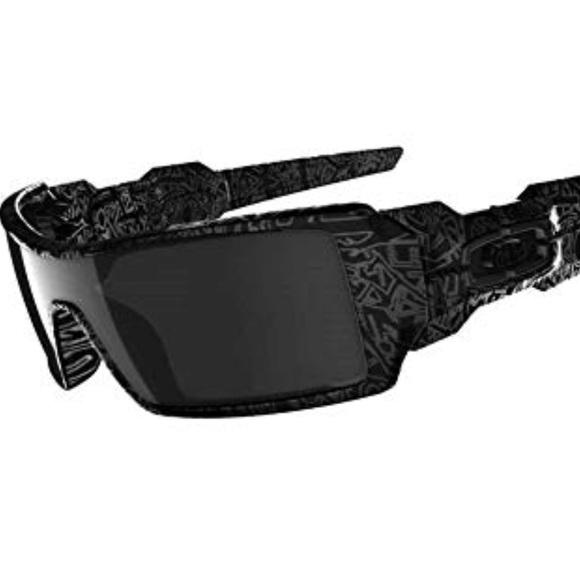 Oakley Oil Rig Black Ghost Text Frame Sunglasses. M 5b66114925457ab996e8d242 27419e0475